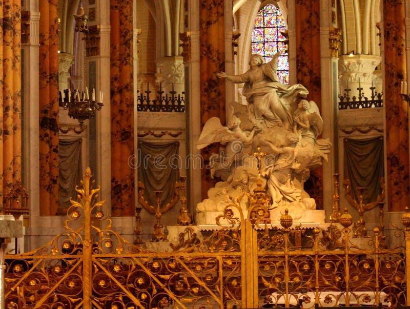 Estátua na igreja francesa imagens de stock