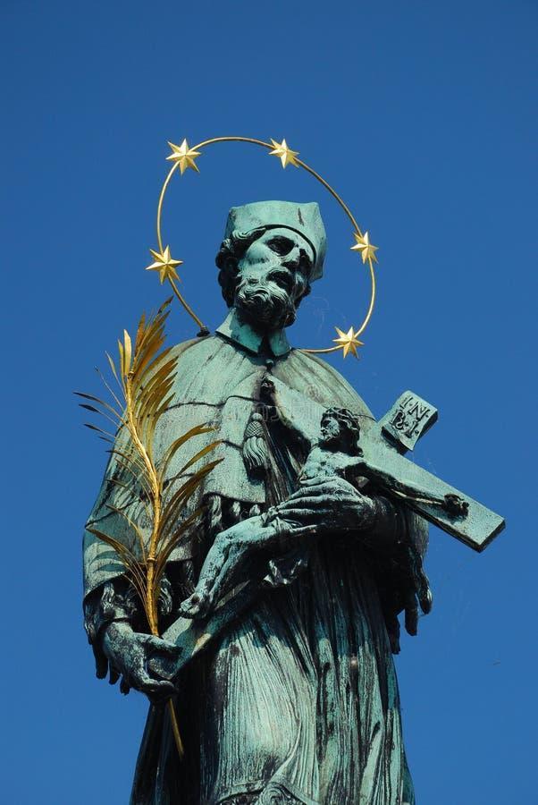 Estátua na ponte de Charles, Praga de John de Saint imagens de stock royalty free
