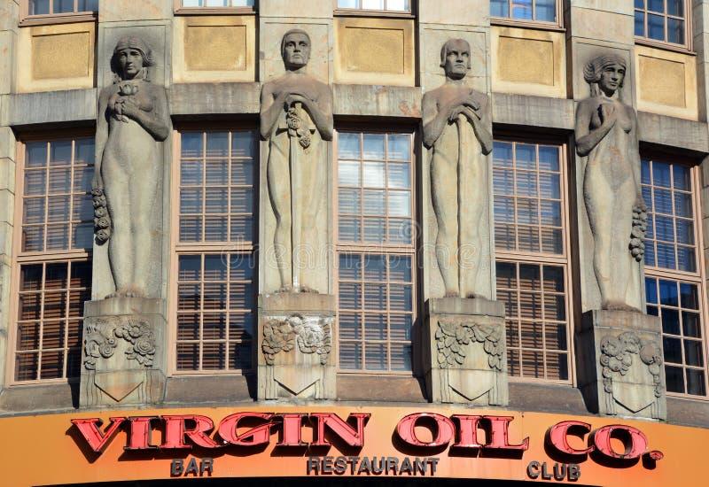Estátua no óleo de Virgin dianteiro Co imagens de stock royalty free