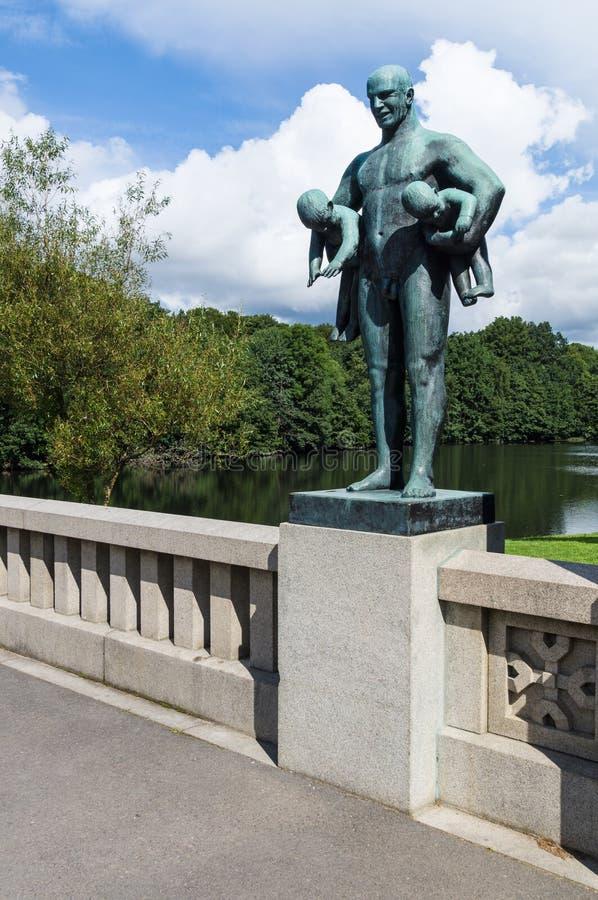 Estátua no parque de Frogner, Oslo, Noruega foto de stock