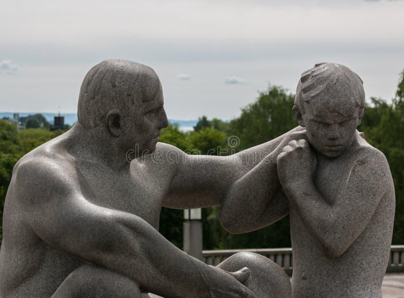 Estátua no parque de Vigeland, Oslo imagens de stock royalty free