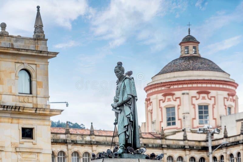 Estátua no quadrado de Bolivar em Bogotá, Colômbia fotos de stock