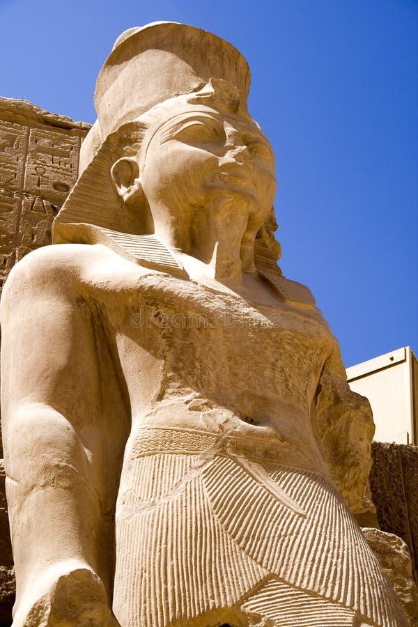 Estátua no templo de Karnak foto de stock royalty free