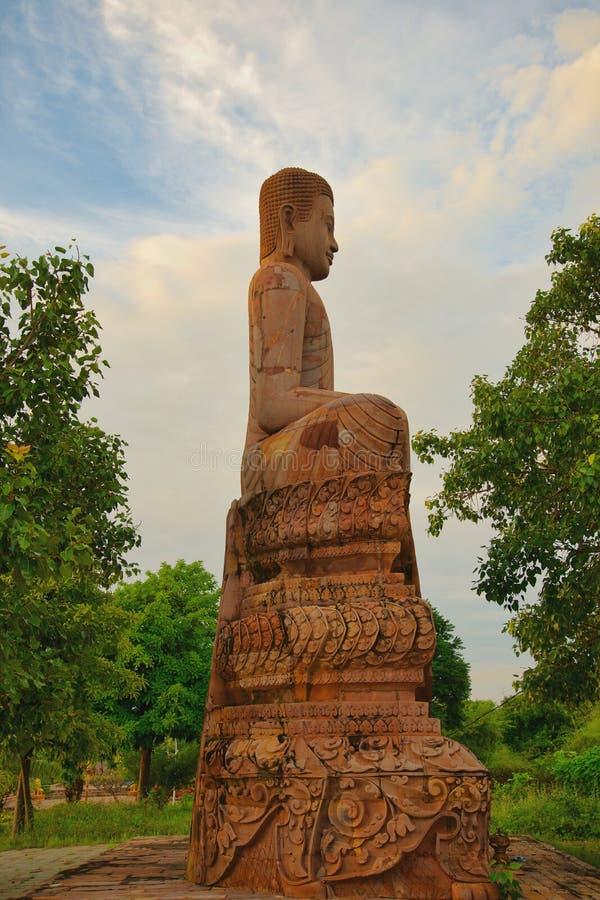 Estátua Oudong Camboja de Buda fotografia de stock royalty free
