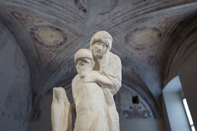 Estátua por Michelangelo no museu do Pieta de Rondanini em Milão fotos de stock royalty free