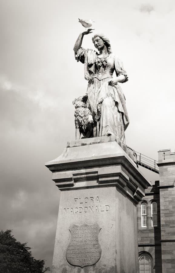 Estátua preto e branco Inverness de Flora Macdonald do vintage, Scotla imagens de stock