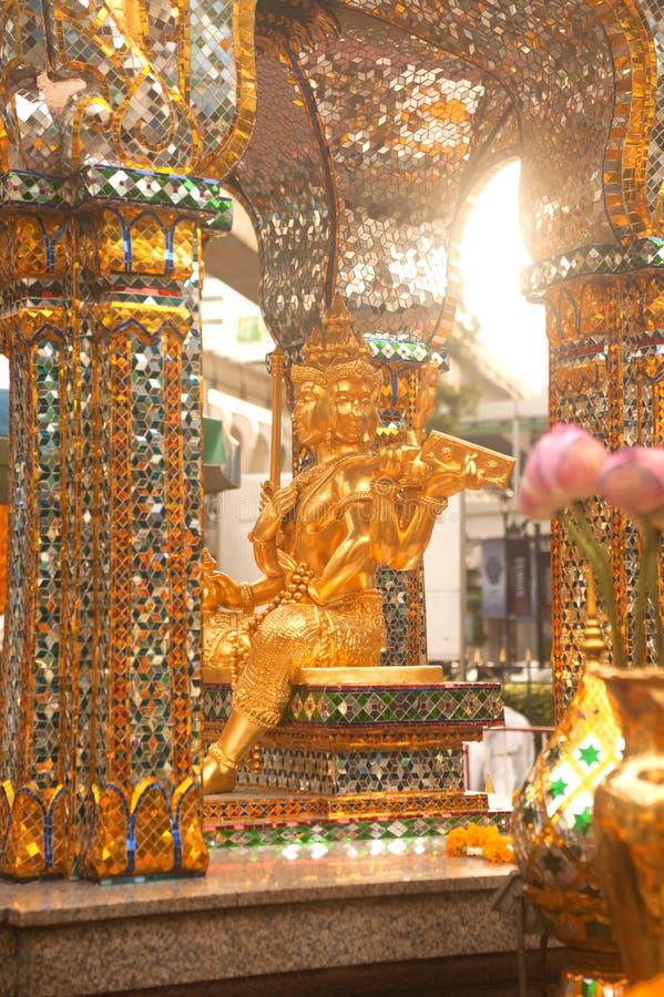A estátua quatro-enfrentada de Brahma na junção de Ratchaprasong, Banguecoque fotos de stock royalty free