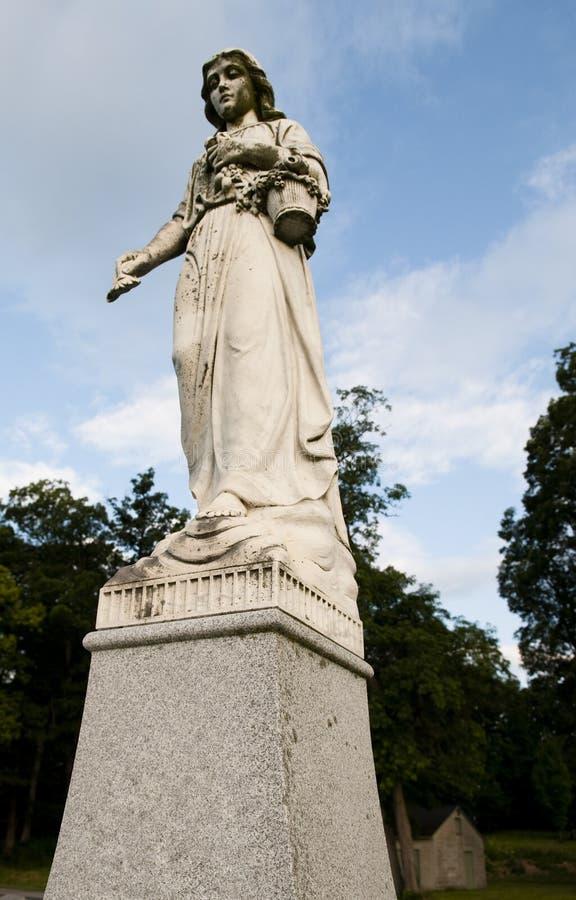 Download Estátua religiosa imagem de stock. Imagem de upward, flores - 12810201