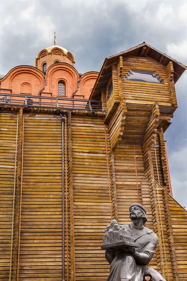 Estátua sábia Kiev Ucrânia de Yaroslove do Golden Gate foto de stock