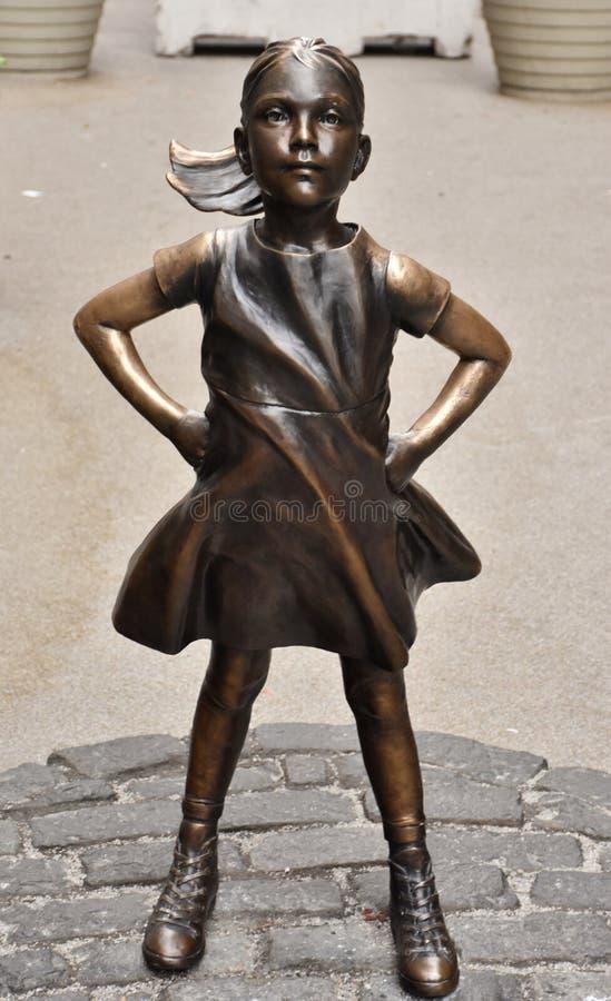 Estátua sem medo da menina em New York City imagem de stock royalty free