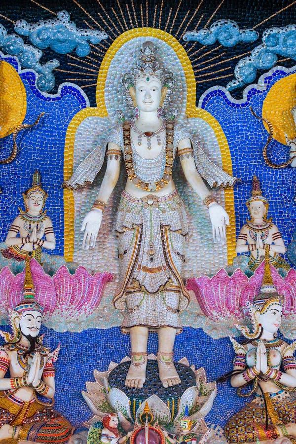 Estátua tailandesa do deus da literatura a ser decorada no wa budista da igreja fotos de stock royalty free