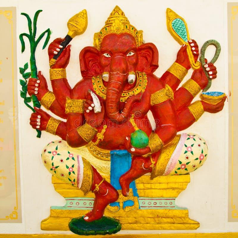 Estátua vermelha do elefante, deus em Ramayana. imagens de stock