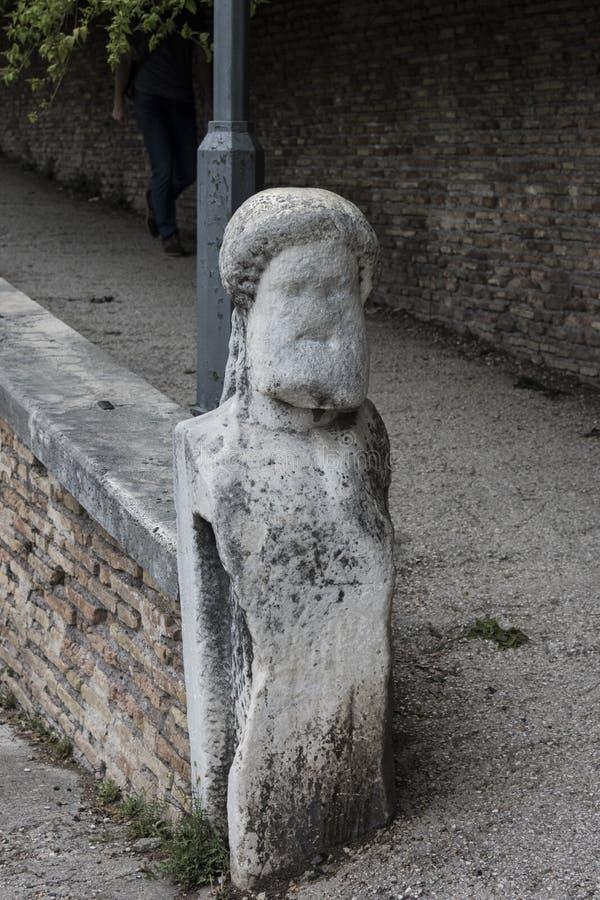 Estátua vestida em Roma, jardins de Borghese da casa de campo fotos de stock