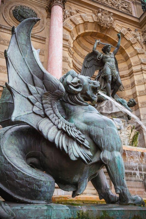 Estátua voada do leão, Saint-Michel de Fontaine, Paris, França fotografia de stock royalty free