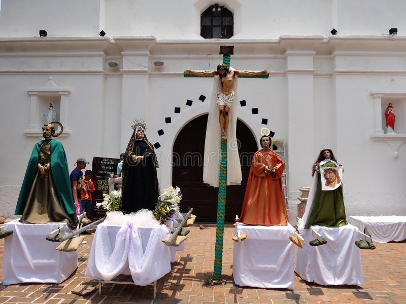 Estátuas cerimoniais de Saint para a parada religiosa Valle de Angeles 8 da celebração do verão fotografia de stock