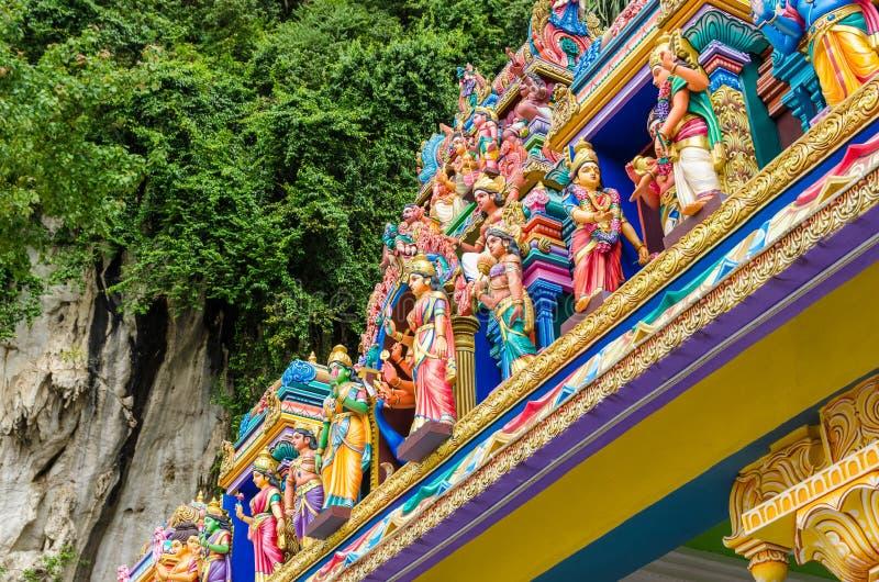Estátuas coloridas nas cavernas templo de Batu, Kuala Lumpur Malaysia fotos de stock