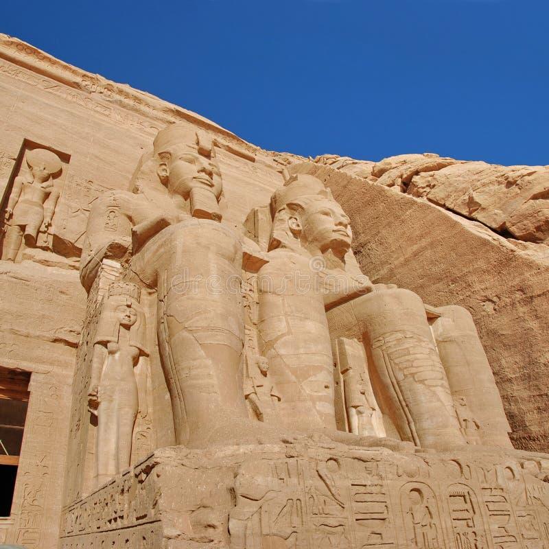 Estátuas colossais de Rameses II, Abu Simbel, Egipto imagens de stock