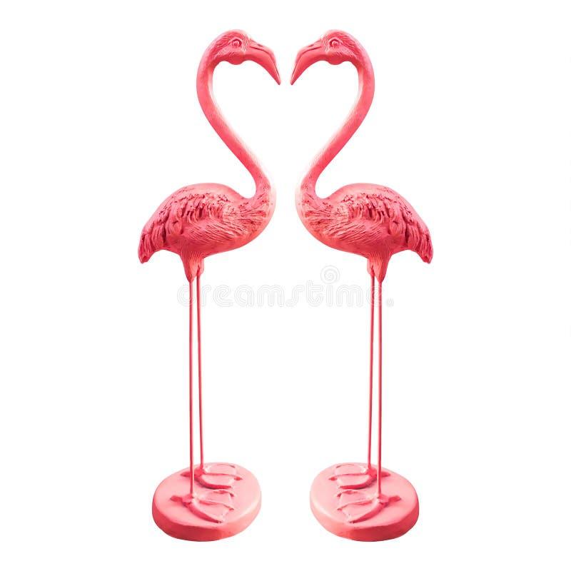 Estátuas cor-de-rosa do flamingo isoladas no fundo branco Amor dos pássaros para decorações do jardim Trajeto de grampeamento imagem de stock royalty free