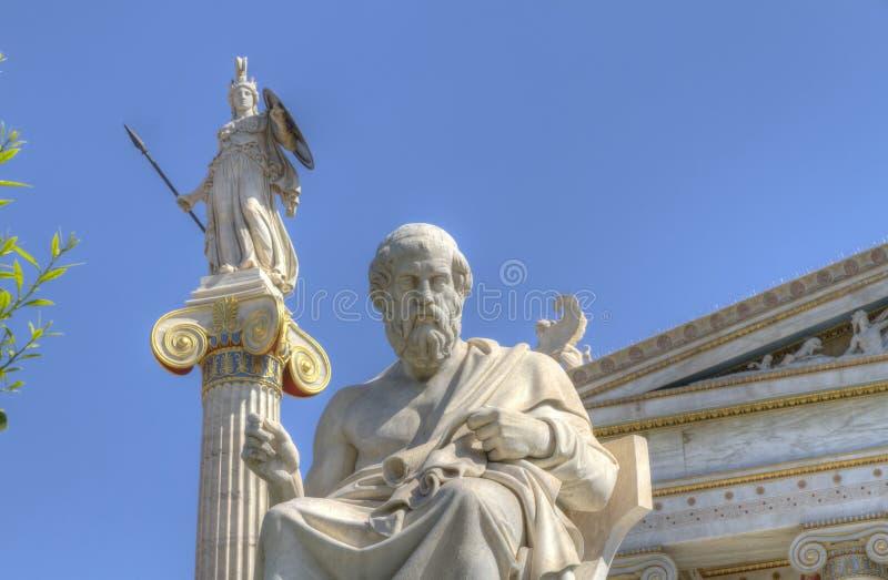 Estátuas da academia de Plato e de Athena de Atenas foto de stock royalty free