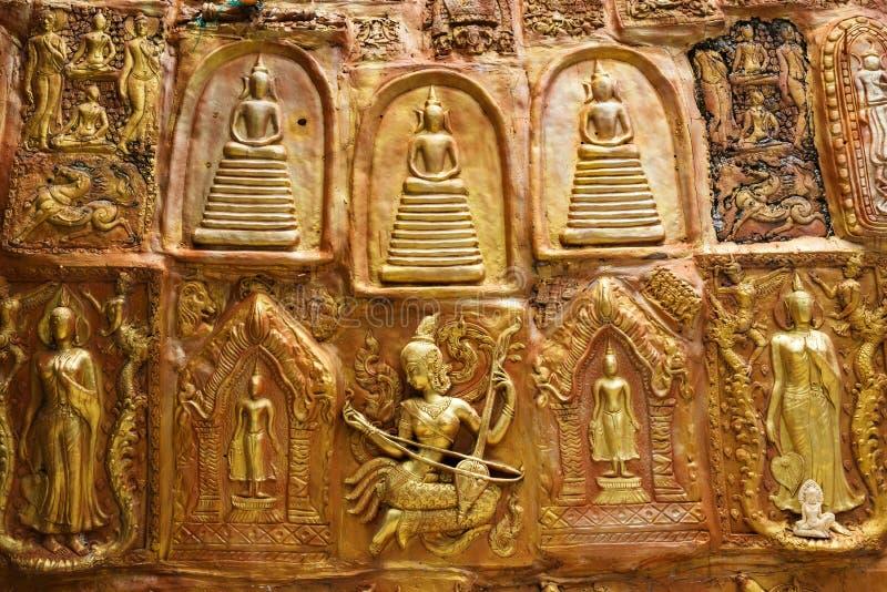 Estátuas da Buda e do anjo imagem de stock royalty free