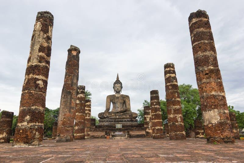 Estátuas da Buda em Wat Mahathat Sukhothai, Tailândia fotos de stock