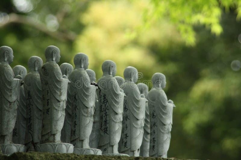 Estátuas da Buda no templo de Hase-Dera em Kamakura imagem de stock royalty free