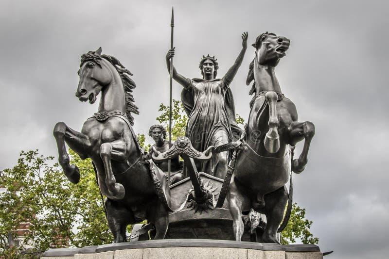 Estátuas da fonte no parque de Regent's em Londres Inglaterra foto de stock royalty free