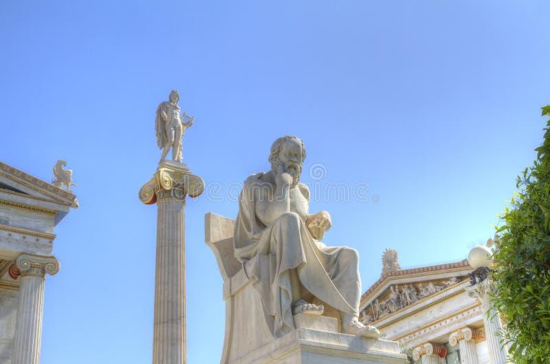 Estátuas de Apollo e academia de Socrates de Atenas imagem de stock