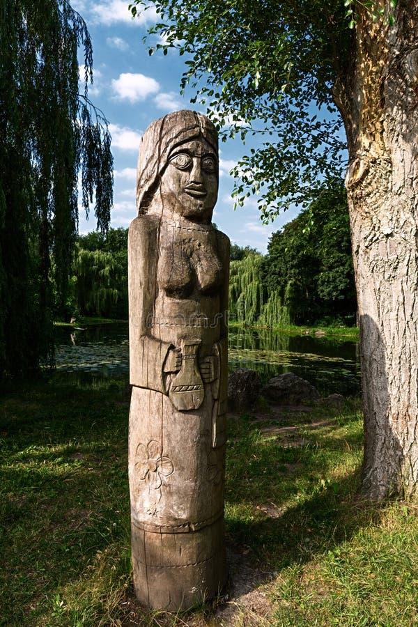 Estátuas de madeira imagem de stock