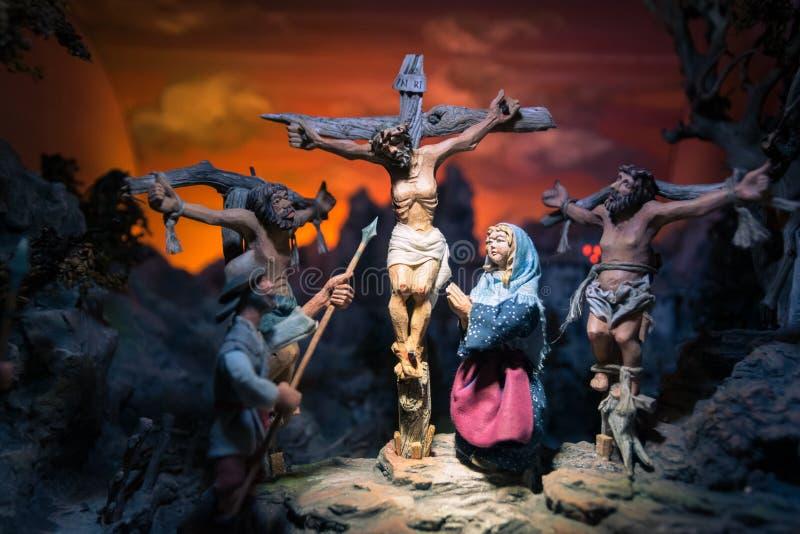 Estátuas de madeira feitos a mão que representam a crucificação de jesus imagens de stock