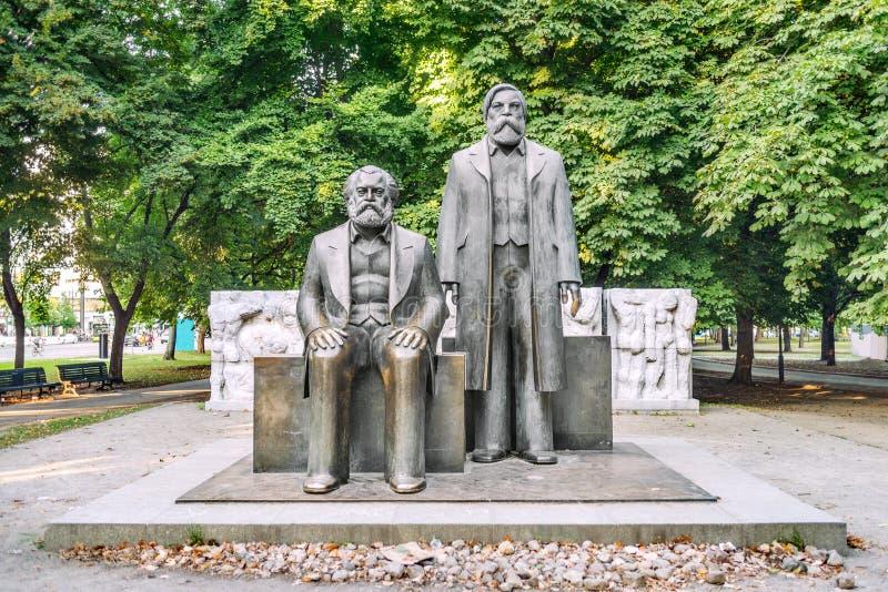 Estátuas de Marx e de Engels fotografia de stock royalty free