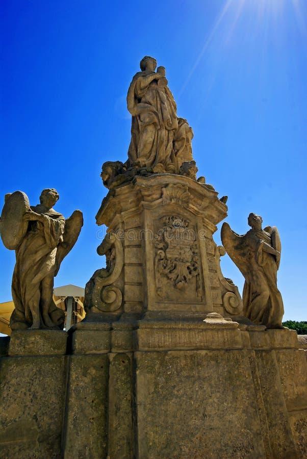 Estátuas de Saint e de arcanjos fotografia de stock royalty free