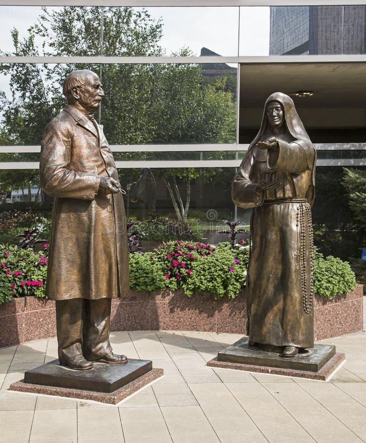 Estátuas de william Mayo dos moes de alfred da mãe foto de stock royalty free