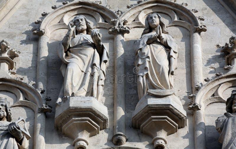 Estátuas do portal ocidental da igreja de Maria am Gestade em Viena imagens de stock royalty free