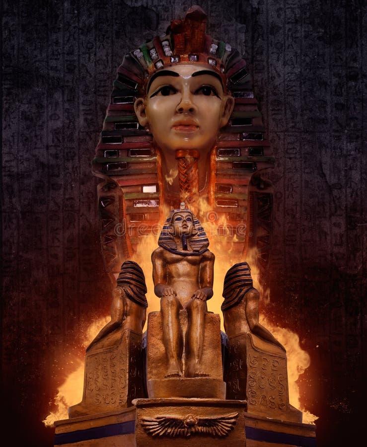 Estátuas do túmulo do ` s do faraó imagens de stock