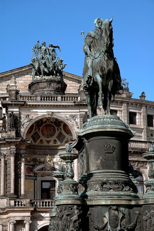 Estátuas do teatro da ópera em Dresden, Alemanha imagens de stock royalty free