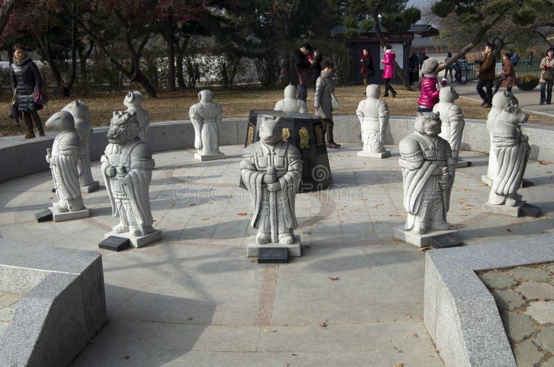Estátuas do zodíaco chinês imagem de stock