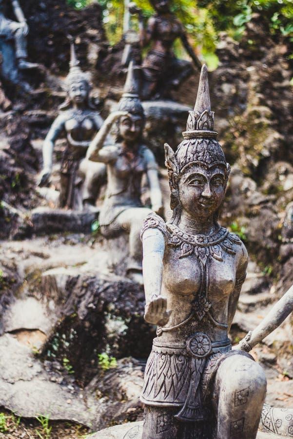 Estátuas dos anjos no jardim da mágica da Buda imagens de stock