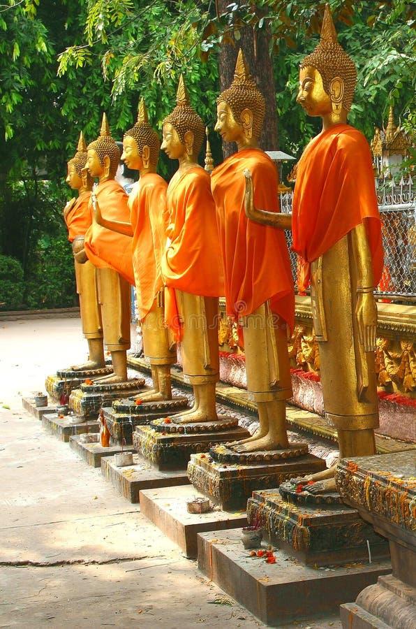 Estátuas douradas da Buda em Laos fotografia de stock