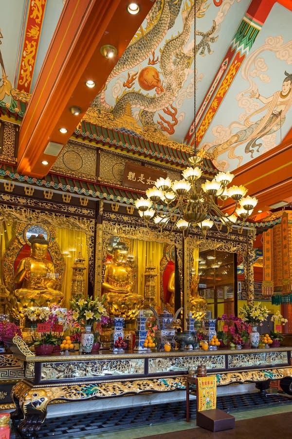 Estátuas e altar da Buda no Po Lin Monastery imagem de stock