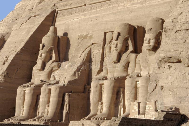 Estátuas em templos de Abu Simbel fotografia de stock royalty free