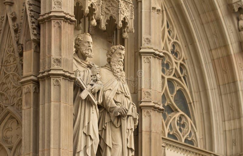 Estátuas na catedral de Barcelona imagem de stock