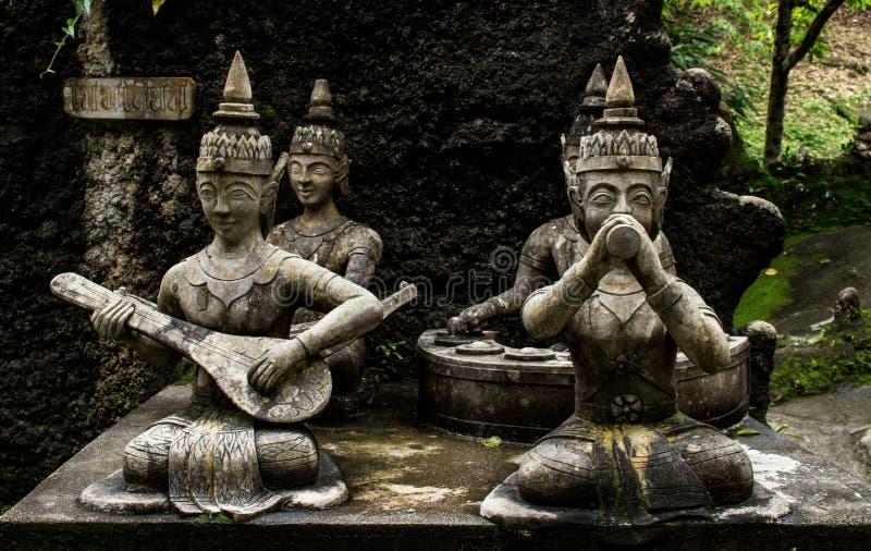 Estátuas no jardim secreto da Buda Tailândia, Koh Samui imagens de stock
