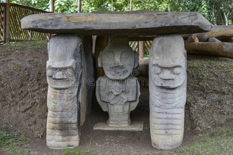 Estátuas pre-columbian antigas em San Agustin, Colômbia foto de stock