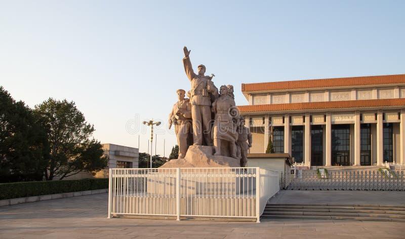 Estátuas revolucionárias na Praça de Tiananmen no Pequim, China fotos de stock