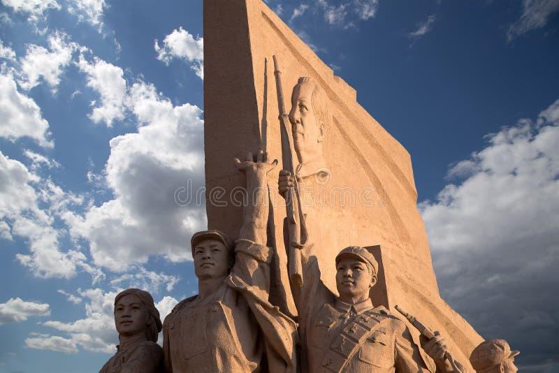 Estátuas revolucionárias na Praça de Tiananmen no Pequim, China imagem de stock