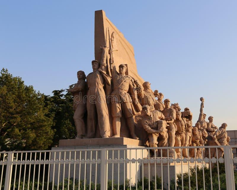 Estátuas revolucionárias na Praça de Tiananmen no Pequim, China fotografia de stock royalty free