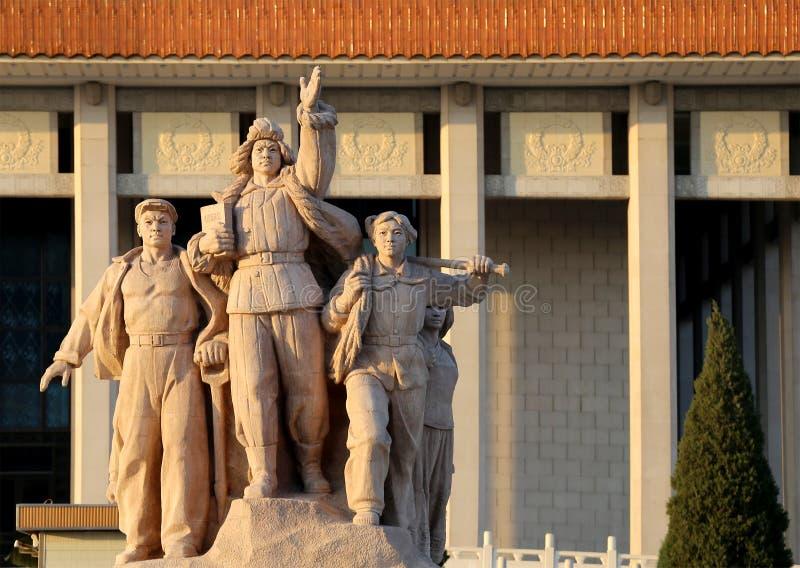 Estátuas revolucionárias na Praça de Tiananmen no Pequim, China foto de stock royalty free