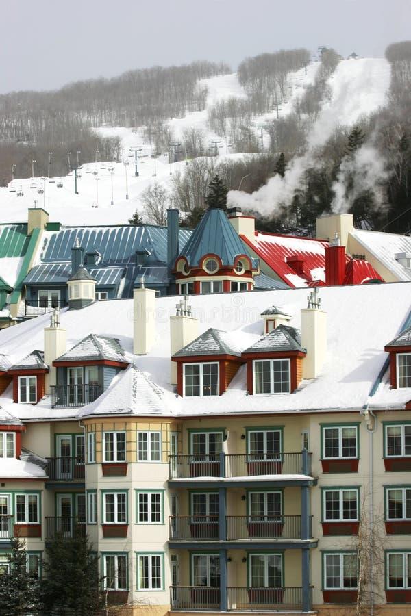 Download Estância de esqui 1 foto de stock. Imagem de chairlift - 528898