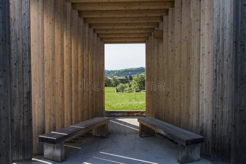 Estúdio amador da arquitetura de Bregenzerwald da parada do ônibus fotos de stock